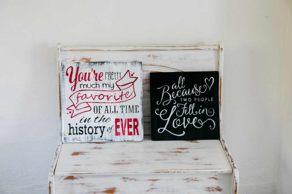 Signs and bench for your Savannah elopement photography