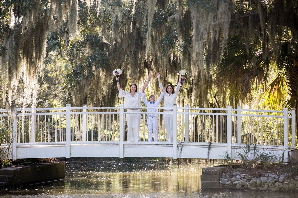 Wedding pictures with Spanish moss