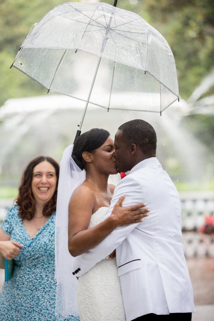 Wedding kiss at forsyth park