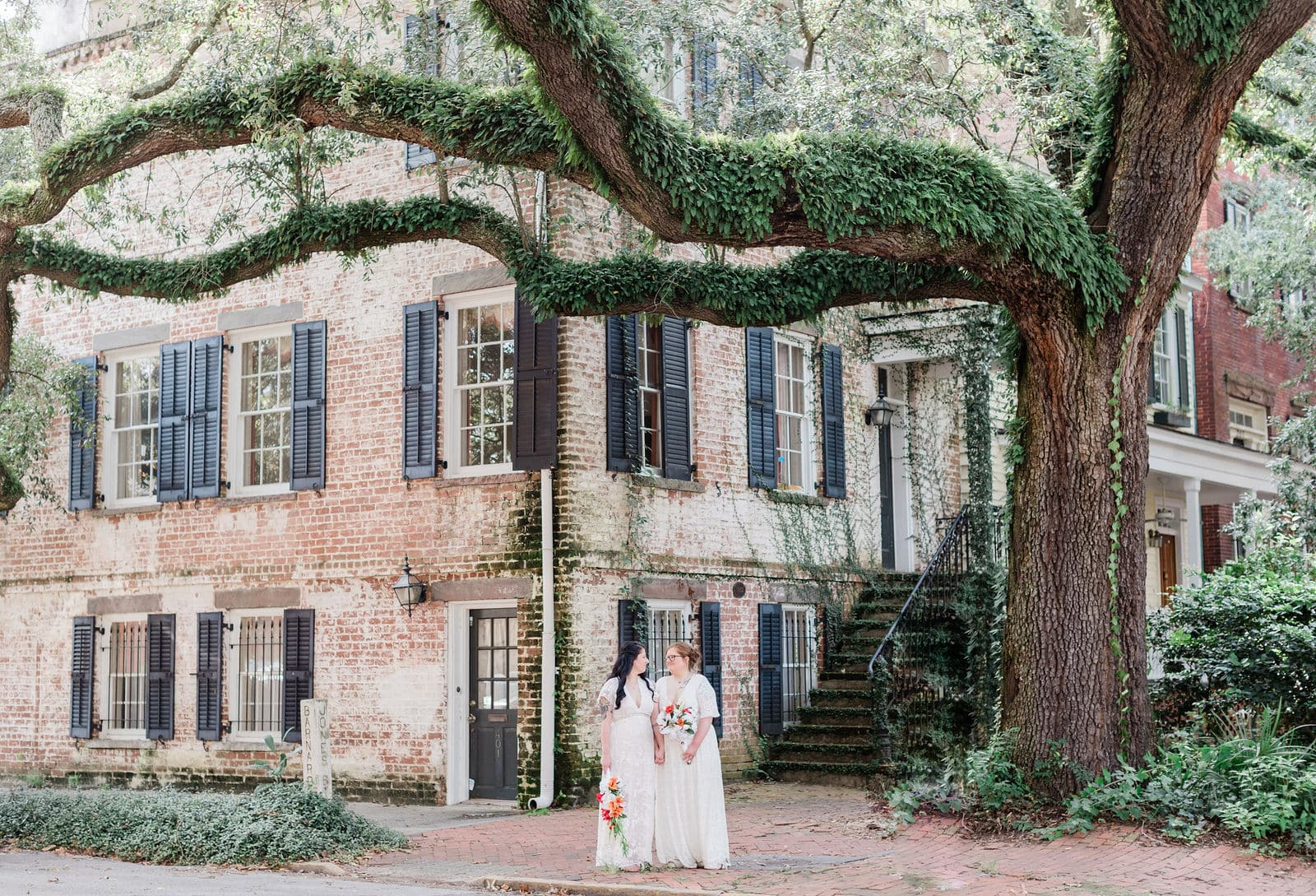 jones street wedding photo in savannah